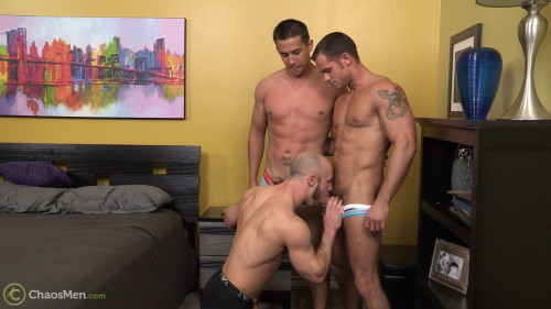 1-muscle-threeway-blowjob-gay-sex-naked-men