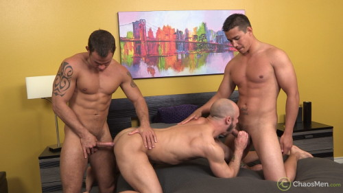 3-muscle-threeway-gay-sex